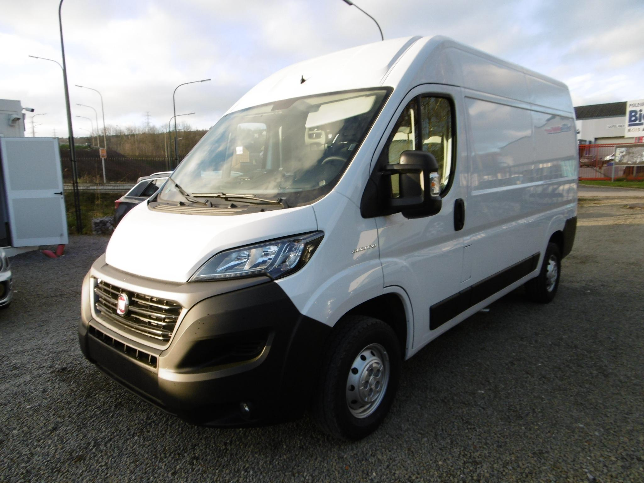 Photo Fiat Ducato Fourgon 3.3T MH2 2.3 Multijet 120 Pack Pro Nav