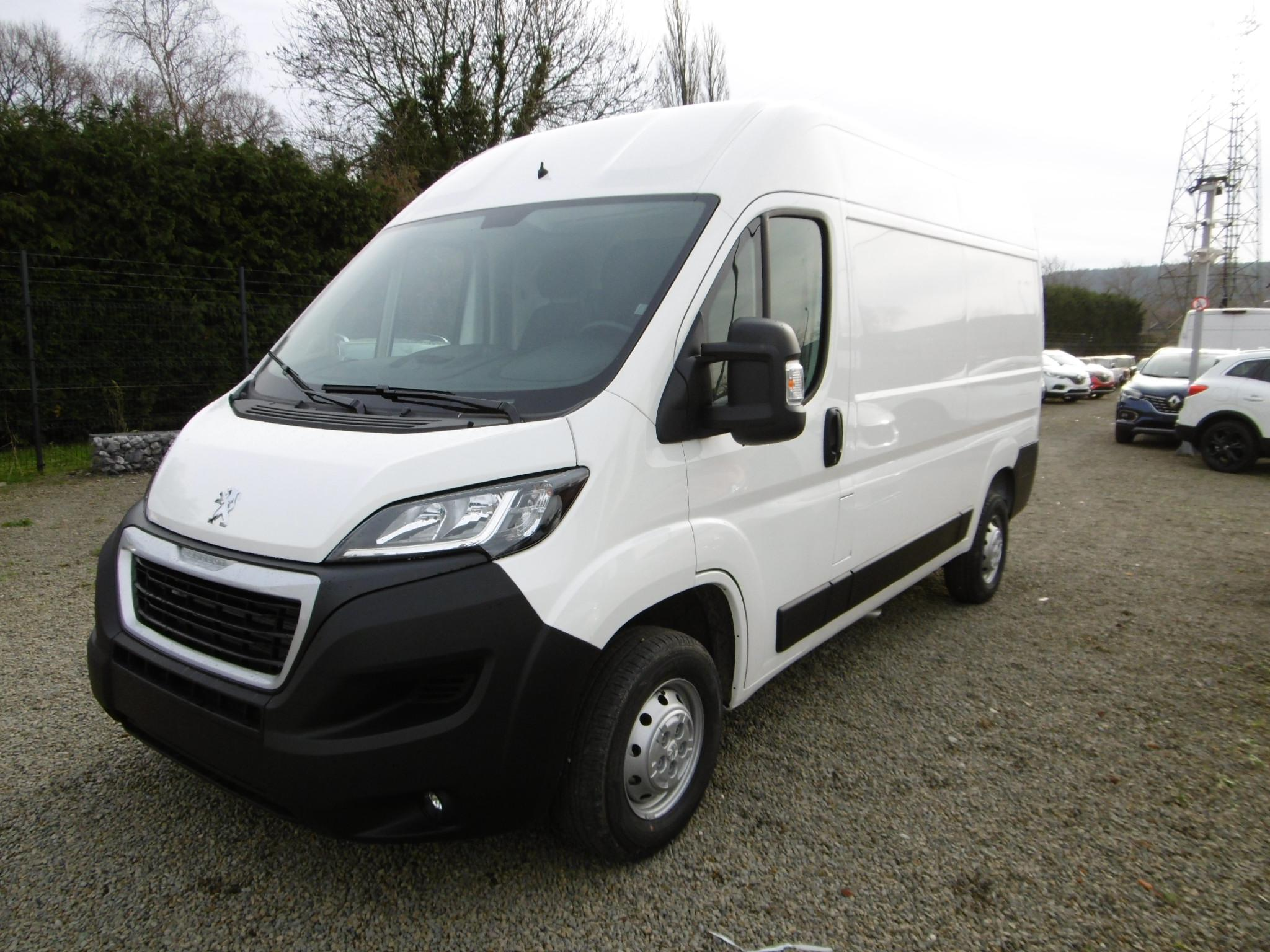 Photo Peugeot Boxer Fourgon 335 L2H2 2.2 BlueHDI 120 Premium Pack